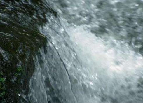 新型太阳能物联网水质监测浮标助力水资源保护