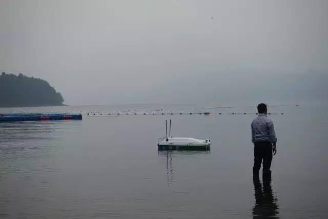 浙江环保系统首艘全自动监测船下水试航