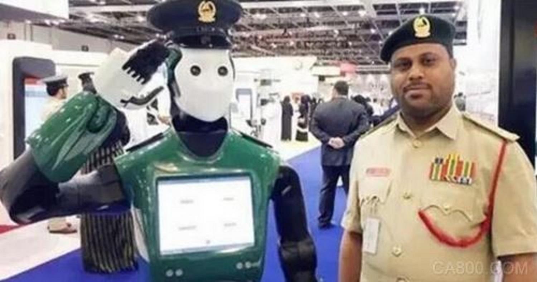 机器人警察在迪拜上岗 内置传感器等元器件助其工作