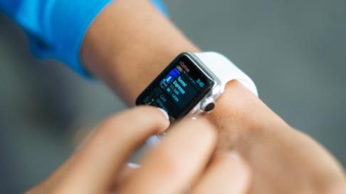 """醫療設備穿在身 電子""""創可貼""""實時監測血壓"""