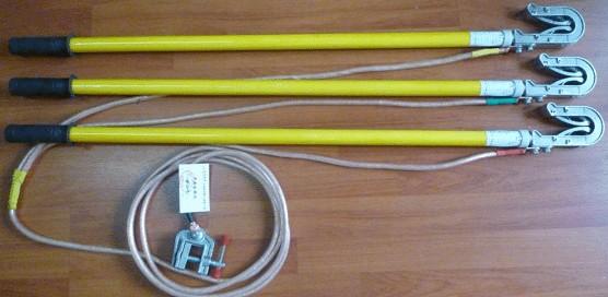 10KV双舌短路接地棒/接地线厂家分类: 1.平口螺旋接地棒(户内母排,变电母排) 2.圆口螺旋接地棒(户内线路,变电线路) 3.双簧压紧式接地棒(户内线路,变电线路) 4.手握式接地棒(户内母排,变电母排) 10KV双舌短路接地棒/接地线厂家技术参数:
