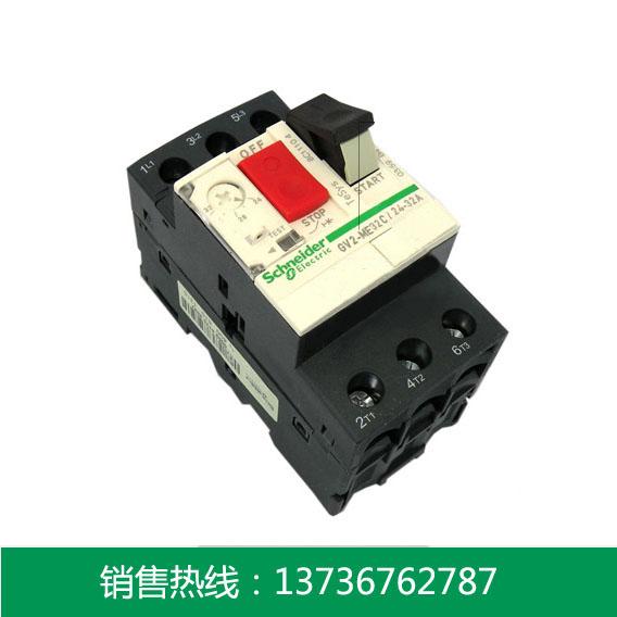 具有隔离、短路保护、过载保护、缺相保护和直接控制功能; 具有欠压脱扣、分励脱扣、故障显示、测试等辅助功能; IP55外壳,具有双重绝缘、防水、防尘等功能; 门控旋钮,具有断电开门、ON/OFF可以锁定等功能。 高分断能力:分断能力高达10-100kA。 长寿命:电寿命高达10×104次,是普通断路器寿命的5-10倍。 技术说明: 温度补偿的环境温度:-20 - +60 额定工作电压:690V 整定电流范围:0.