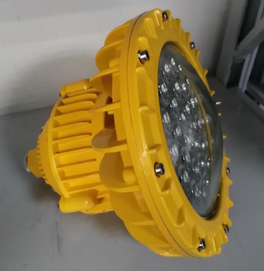 led防爆灯的电路板具有防尘,防腐,防潮灯设计,性能好,稳定性强.